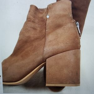 """Lucky Brand 8""""brown suede boots distressed SZ 8.5"""